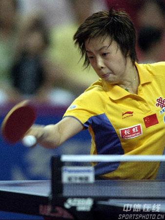 图文:乒乓球中国大奖赛 比赛中女单冠军张怡宁