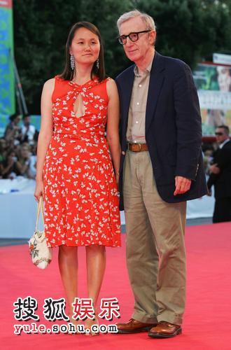 《卡珊德拉之梦》首映 导演伍迪艾伦携妻子登场