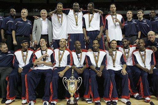 美国队合影庆祝夺冠