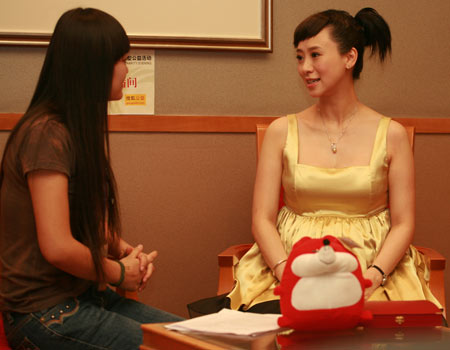 香港著名影星翁虹 前亚姐冠军接受采访