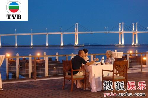 林保怡、邵美琪同黎萱非常开心并共进晚餐