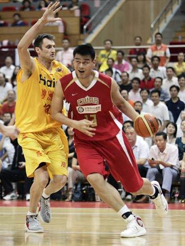 图文[男篮]:中国VS墨尔本老虎 姚明内线单打