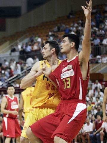 图文[男篮]:中国VS墨尔本老虎 姚明内线要球