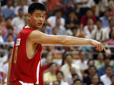 图文[男篮]:中国VS墨尔本老虎 姚明指点队友