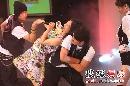图:赵薇搜狐歌会热力开场 与帅男贴身热舞