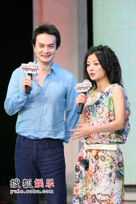 图:李泉助阵赵薇搜狐歌会 两人互相调侃