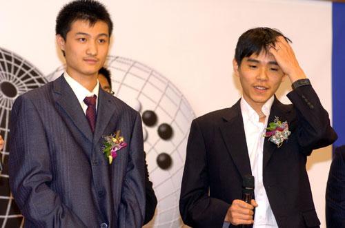 张维(左)挑战李世石