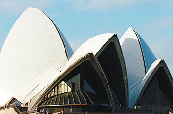 悉尼歌剧院是悉尼乃至整个澳大利亚的标志,每年慕名前来参观的游客