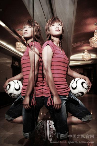 图文:女足美女球员系列之韩端 双面人生