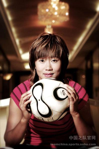 图文:女足美女球员系列之韩端 足球胜于生命