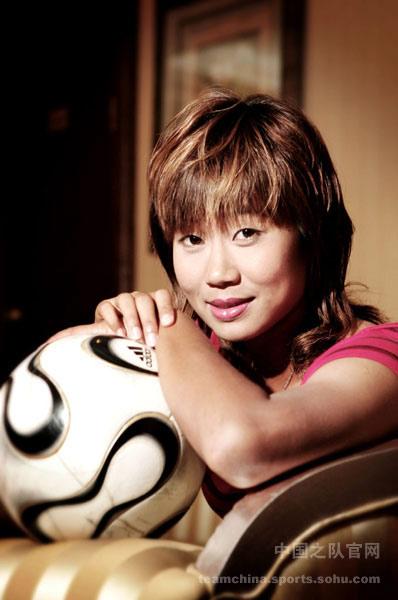 图文:女足美女球员系列之韩端 迷人笑容