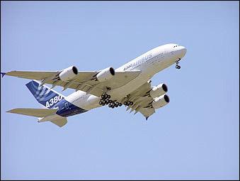 图为A380客机动性