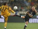 图文:欧冠塞维利亚4-1雅典AEK 鲍尔森对脚