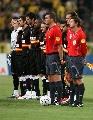 图文:欧冠塞维利亚4-1雅典AEK 赛前默哀