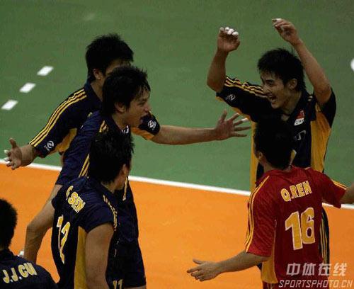 图文:男排亚锦赛中国3:2泰国 中国队庆祝得分