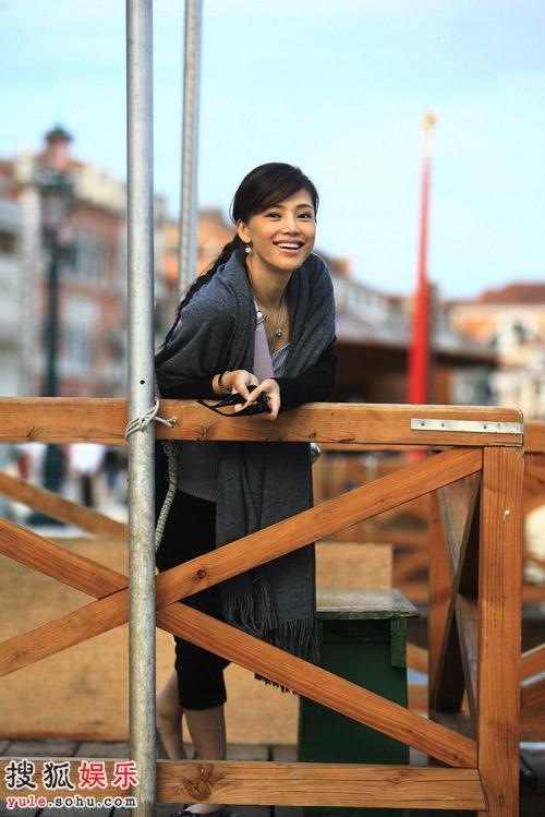 孔维带你游遍威尼斯 活泼大方是她的本色