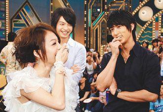 吴尊(右)和张韶涵(左)上张菲的节目。