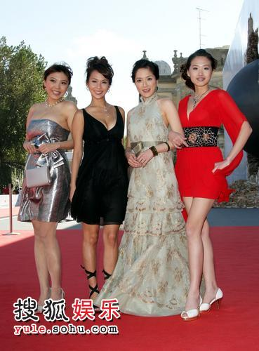 《帮帮我,爱神》首映 女F4低胸短裙爆乳美腿7