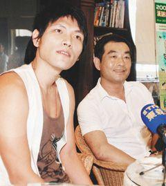 上月底,许安进(右)和杨宗纬(左)经过长谈,决定继续合作,不过几天,两人关系又有变化。