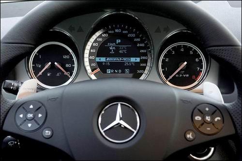 图为全新梅赛德斯 奔驰c63 amg方向盘细节 高清图片