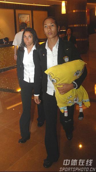 图文:[世界杯]巴西女足抵武汉酒店 玛塔抵达