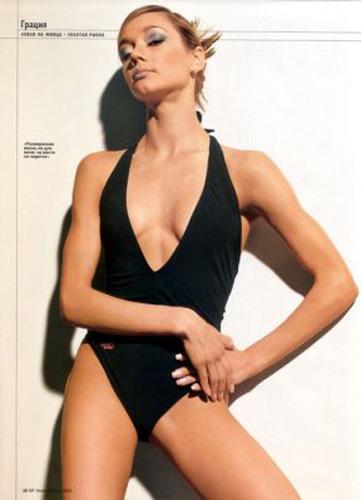 图文:俄清纯体操美女伊琳娜写真 性感黑色泳装