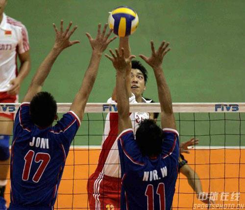 图文:亚锦赛中国队3-2险胜印尼 中国队以一敌二