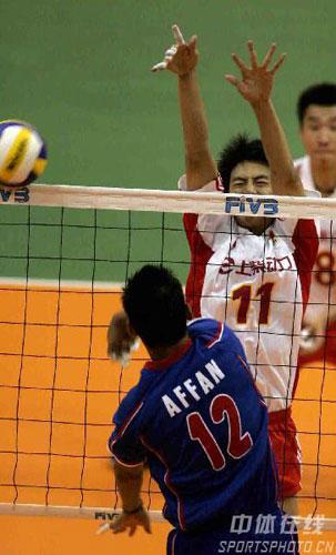 图文:亚锦赛中国队3-2险胜印尼 中国队拦网成功