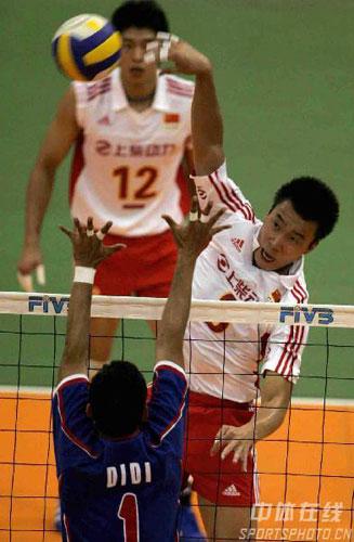 图文:亚锦赛中国队3-2险胜印尼 印尼队拦网失败