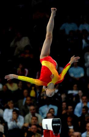 图文:女团决赛中国队屈居亚军 程菲平衡木比赛