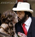图:男高音歌唱家帕瓦罗蒂与妻子甜蜜照 - 5