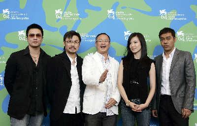 安志杰、韦家辉、杜琪峰、林熙蕾、刘青云(左起)出席《神探》的发布会