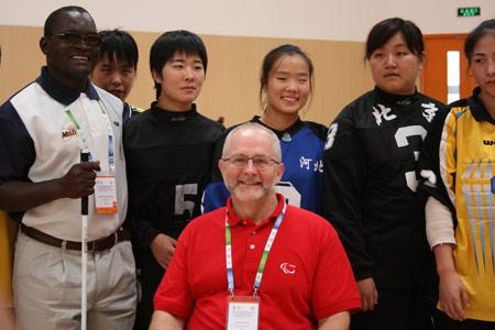 图文:残疾人训练基地人物篇 外国来宾与金花们
