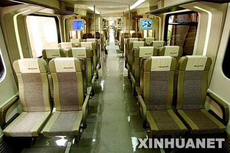 这是新下线的首都国际机场快速轨道线直线电机车辆车厢内景(9月7日摄)。 新华社记者 迟海峰摄