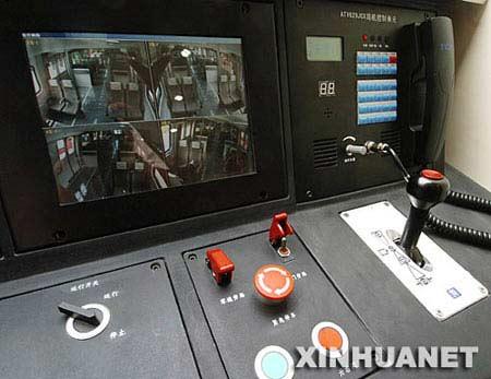 这是首都国际机场快速轨道线直线电机车辆上的监控平台(9月7日摄)。新华社记者 迟海峰摄