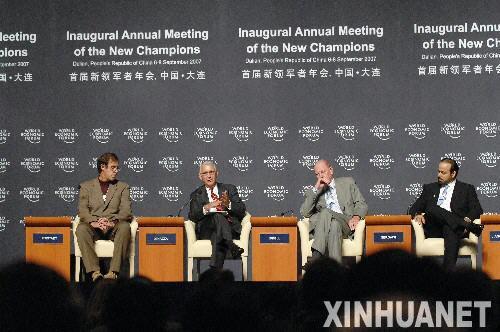 """9月7日,世界经济论坛首届新领军者年会举行以""""全球增长的全球风险""""为主题的专题会议,中国工商银行董事长姜建清、可口可乐公司总裁兼首席执行官内维尔·伊斯戴尔等嘉宾出席会议并发言。"""