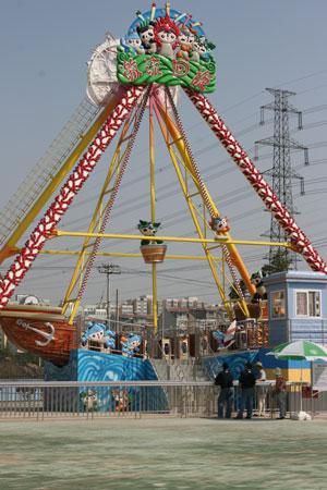 图文:福娃乐园北京开园 激流回旋