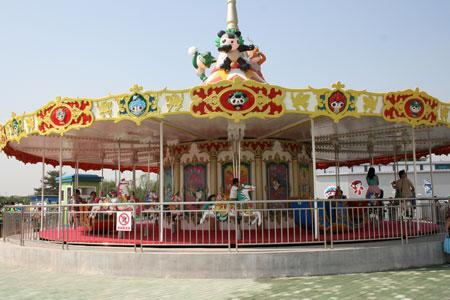 图文:福娃乐园北京开园 福娃旋转木马