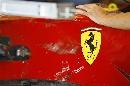 图文:[F1]意大利站末次练习 受损的法拉利赛车