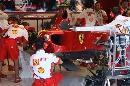 图文:[F1]意大利站末次练习 技师修理赛车