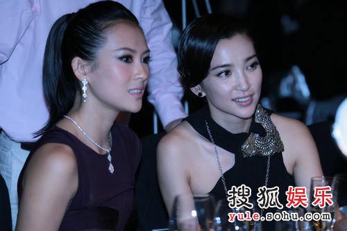 图:2007芭莎明星慈善夜 章子怡李冰冰好似姐妹