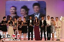 图:苏芒和杨澜登台感谢并揭晓十大慈善明星