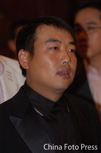 图文:蔡振华刘国梁出席慈善活动 刘国梁在活动中