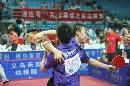 图文:乒超17轮宁波3-1浙商 马琳和队友庆祝