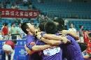图文:乒超17轮宁波3-1浙商 北仑队员相拥庆祝