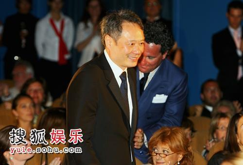 《色戒》获得最佳影片金狮奖 李安领奖众人喝彩