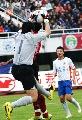 图文:[中超]长春亚泰0-0山东 李雷雷出击救险