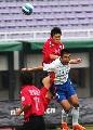 图文:[中超]长春亚泰0-0山东 韩鹏独抗两后卫
