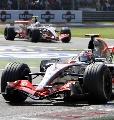 图文:[F1]意大利站正赛 迈凯轮之间的争夺