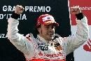 图文:[F1大奖赛]意大利站阿隆索夺冠 挥臂庆祝